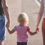 eltern burnout affection parents beach