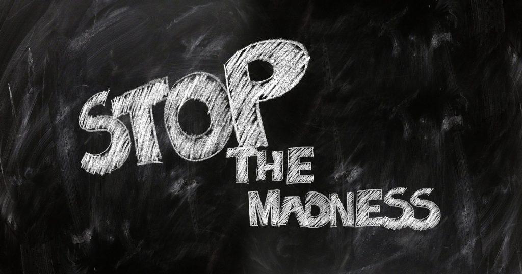 stop madness blackboard 1024x538 - Stressfrei und entspannt statt irrationale Überzeugungen