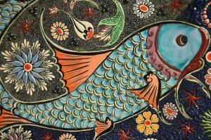 Fish Mosaic 300x199 - Die 7 Grundsätze der Achtsamkeit - #5 Nicht-Erzwingen