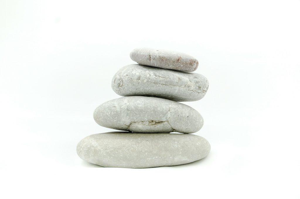 Zen Stones 1024x681 - Die 7 Grundsätze der Achtsamkeit - #5 Nicht-Erzwingen