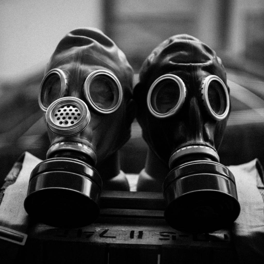 toxic relationship, Gasmaske, toxische Beziehung
